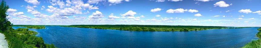 Panorama d'un fleuve images libres de droits
