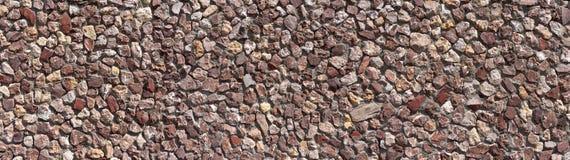 Panorama d'un mur en pierre rougeâtre photos stock