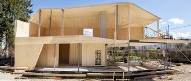 Panorama d'une maison en bois Photographie stock libre de droits