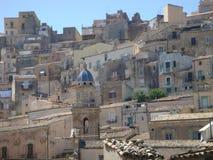 Panorama d'une partie de la vieille ville de Raguse Ibla dans le sicilia L'Italie Photos stock