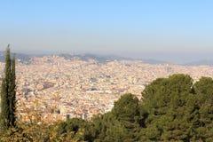 Panorama da arquitetura da cidade de Barcelona visto de Montjuic, Espanha Imagem de Stock Royalty Free