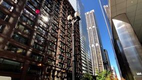 Panorama da baixa no tempo do dia, observando a arquitetura, vida urbana video estoque