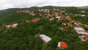 Panorama da cidade bonita de Sighnaghi com casas pasteis e as árvores verdes, turismo filme