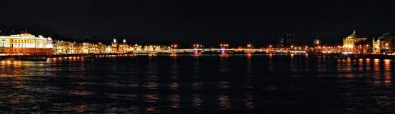 Panorama da cidade da noite Foto de Stock Royalty Free