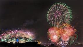 Panorama da cidade da ponte de Sydney Fireworks NY imagem de stock royalty free