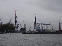 Panorama da cidade de Hamburgo Vista do Elbe River em Hamburgo imagens de stock royalty free