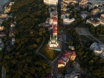 Panorama da cidade de Kiev com uma vista do rio de Dnieper, dos distritos históricos e industriais da cidade e imagens de stock