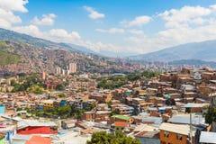 Panorama da cidade de Medellin em um dia ensolarado fotografia de stock royalty free