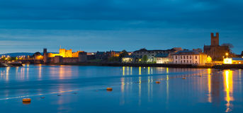 Panorama da cidade do Limerick no crepúsculo Fotografia de Stock Royalty Free