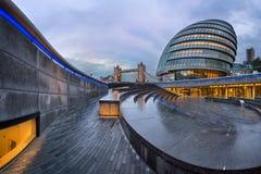 Panorama da cidade Hall Building de Londres e da ponte da torre no Mo Foto de Stock