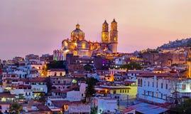 Panorama da cidade no por do sol, México de Taxco imagem de stock royalty free