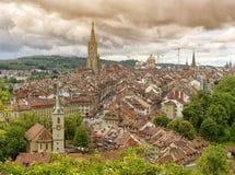 Panorama da cidade velha de Berna o capital de Suíça, Fotos de Stock Royalty Free