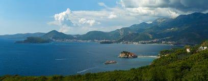 Panorama da costa adriático perto da ilha de Sveti Stefan, Fotografia de Stock