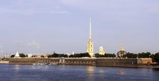 Panorama da fortaleza de Peter e de Paul em St Petersburg Imagens de Stock