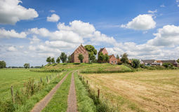 Panorama da igreja medieval da vila Ezinge de Groningen Fotos de Stock
