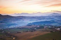 Panorama da manhã do campo italiano, Fermo Fotografia de Stock