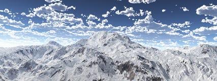 Panorama da montanha com um c?u nebuloso ilustração stock