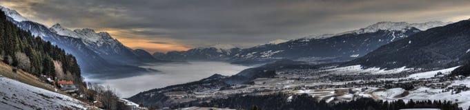 Panorama da montanha do nascer do sol imagem de stock royalty free