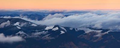 Panorama da montanha na primavera Fotografia de Stock Royalty Free