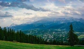 Panorama da montanha no por do sol Imagens de Stock Royalty Free