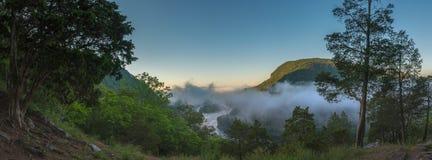 Panorama da névoa em um vale Foto de Stock Royalty Free