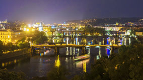 Panorama da noite às pontes em Praga, República Checa Fotos de Stock