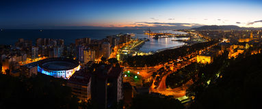 Panorama da noite de Malaga Imagens de Stock