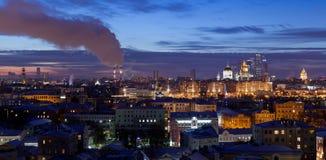 Panorama da noite de Moscou fotos de stock