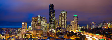 Panorama da noite de Seattle Foto de Stock Royalty Free