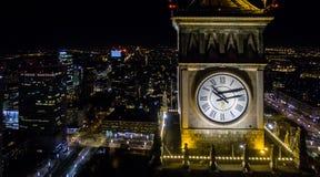 Panorama da noite de Varsóvia do zangão fotografia de stock royalty free