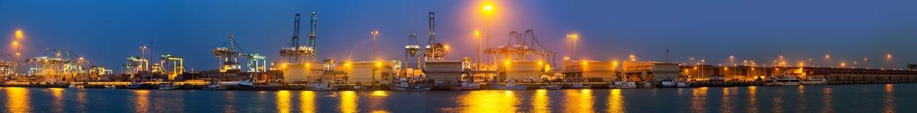 Panorama da noite do porto industrial Foto de Stock Royalty Free