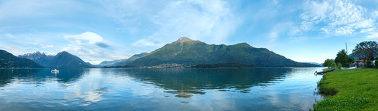 Panorama da noite do verão de Como do lago (Itália) Imagens de Stock Royalty Free
