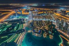 Panorama da noite Dubai durante o por do sol Imagens de Stock Royalty Free