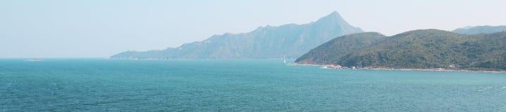 Panorama da opinião de mar aberto em Hong Kong fotos de stock royalty free