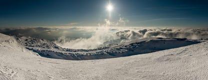 Panorama da paisagem de montanhas nevados fotos de stock