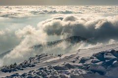 Panorama da paisagem de montanhas nevados fotos de stock royalty free
