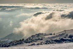 Panorama da paisagem de montanhas nevados imagens de stock