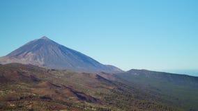 Panorama da paisagem vulcânica em um dia claro no alvorecer video estoque
