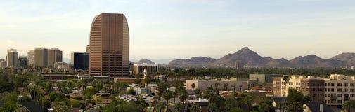 Panorama da parte alta da cidade de Phoenix no crepúsculo imagens de stock