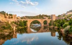Panorama da ponte famosa de Toledo na Espanha, Europa Foto de Stock