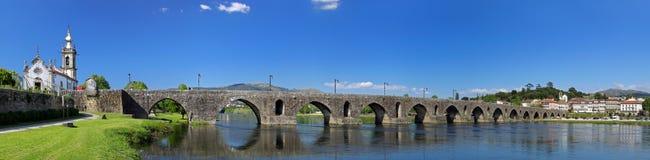 Panorama da ponte histórica de Ponte de Lima Fotos de Stock Royalty Free