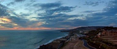 Panorama da praia da costa em Dana Point no por do sol Fotografia de Stock