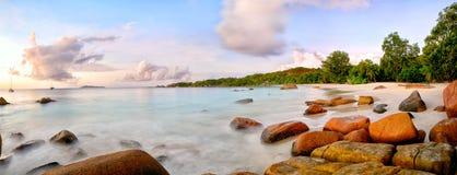 Panorama da praia de Anse Lazio Imagem de Stock Royalty Free