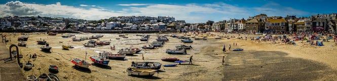 Panorama da praia de St Ives fotografia de stock royalty free