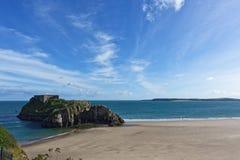 Panorama da praia de Tenby da ilha do St Catherines, Gales do Sul Fotografia de Stock Royalty Free