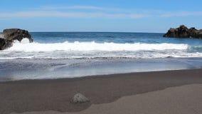 Panorama da praia - oceano, areia, céu azul - filme