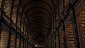 Panorama da sala de Dublin Trinity College Library Long vídeos de arquivo