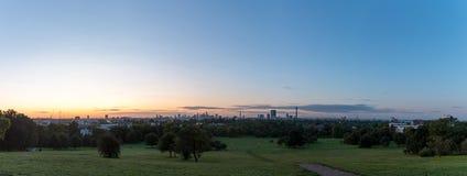 Panorama da skyline de Londres vista do monte da prímula Foto de Stock