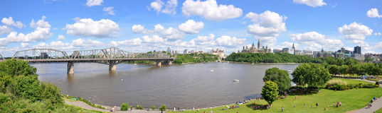 Panorama da skyline de Ottawa Fotos de Stock Royalty Free