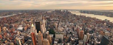 Panorama da skyline do por do sol de New York City Manhattan Fotografia de Stock Royalty Free